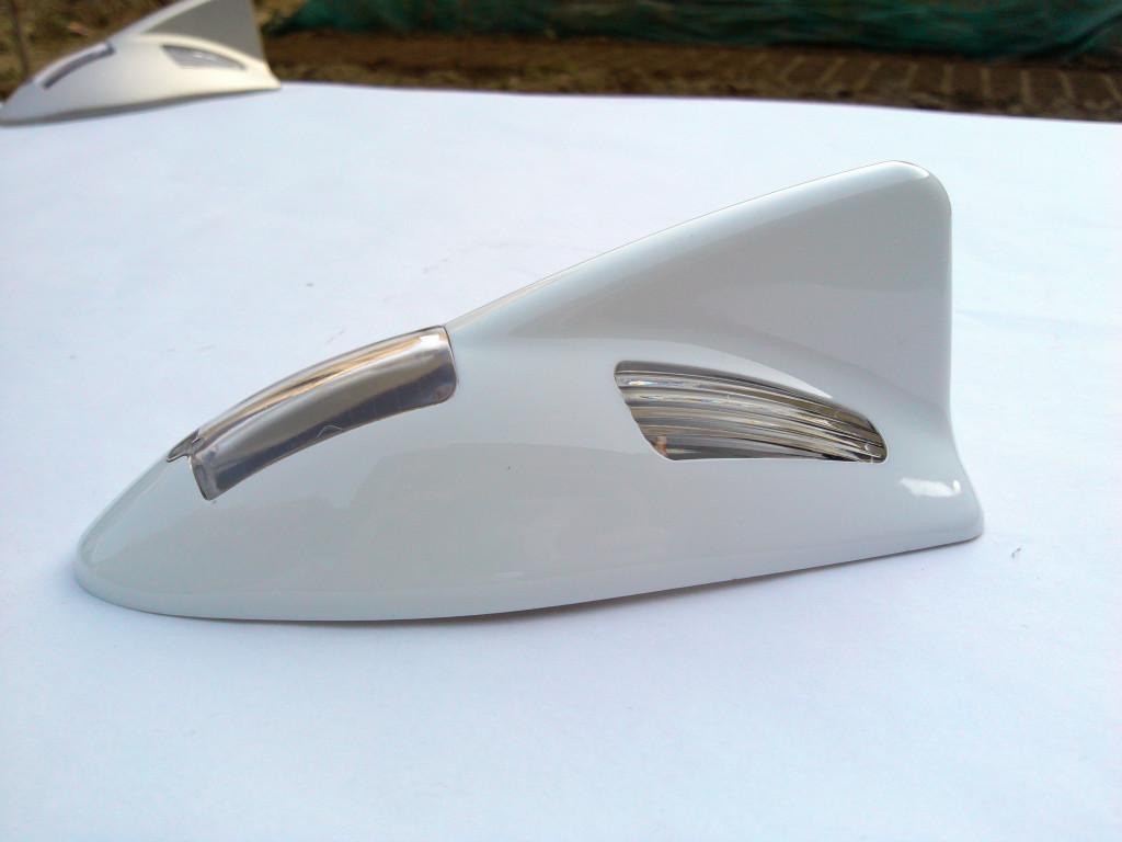 汽车天线 鲨鱼鳍天线 太阳能车顶带防追尾警示灯天线 海豚鳍爆闪