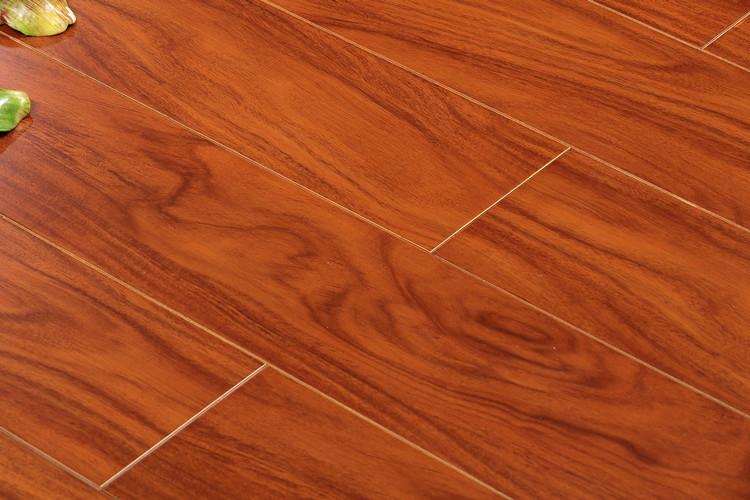 产品型号: SY-114/115/116/117 单片规格: 910X127X15mm 表面材质:橡木、相思木、柚木、花梨 地板企口:经典平扣 每件片数:20片/件 每件面积:2.3114 每件重量:约21公斤 地板损耗:通常情况下,房间的铺装损耗为地板铺装面积的3%-5%,有特殊 房型的按照实际情况考虑。 关于色差:电脑显示的图片与实物存在一定的色差,建议各位亲先拍样品了解 实际地板颜色和质量。