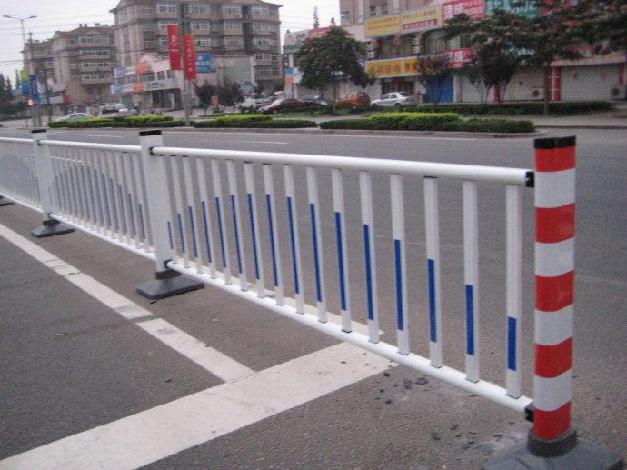 人行道隔离护栏 厂家钢制道路护栏 锌马路人行道隔离 市政交通防撞 阿里巴巴