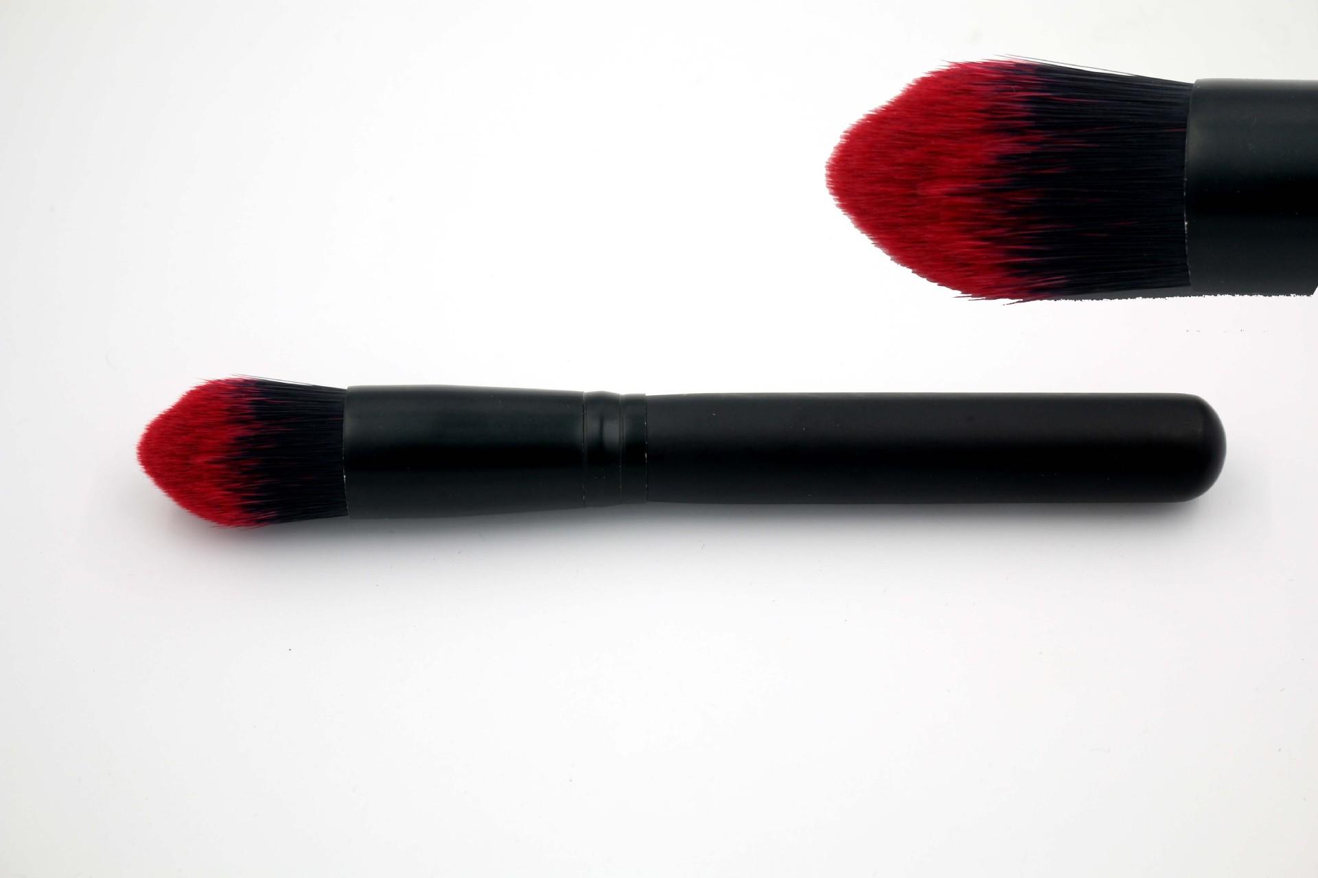 Кисти для макияжа из синтетического волокна