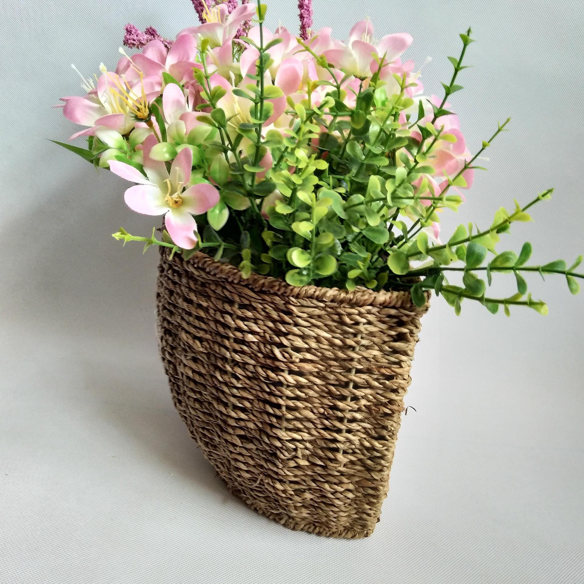 广西博白县浪平镇福临门手工编织品是以竹编,水草编织,木材料编织,纸
