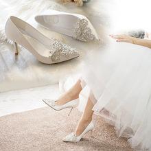 白色高跟鞋尖头细跟水钻绸?#34892;?#30721;女鞋礼服宴会鞋伴娘拍照婚纱鞋子