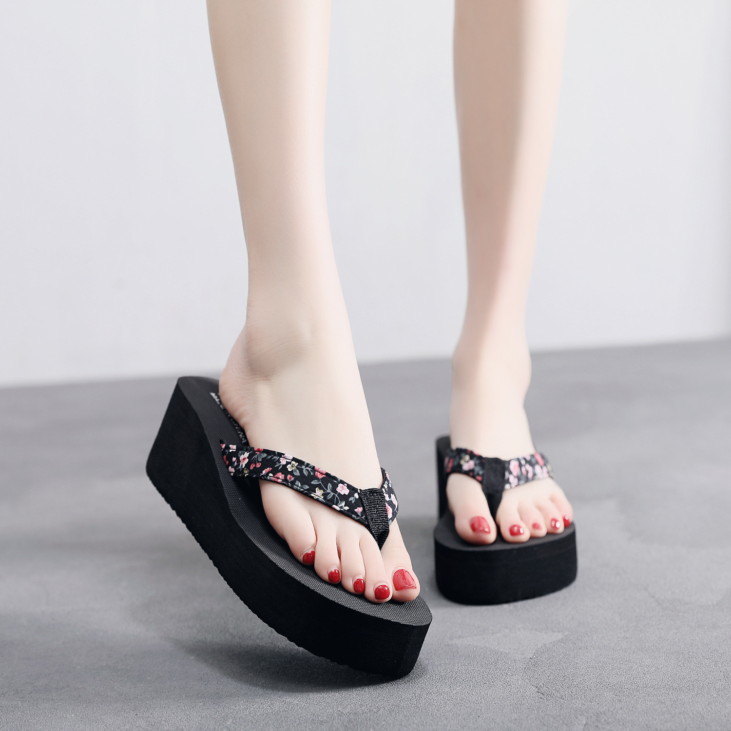 2019 new fund belts spend summertime slipper to prevent the clip end slippery Gao Genhou the foot is