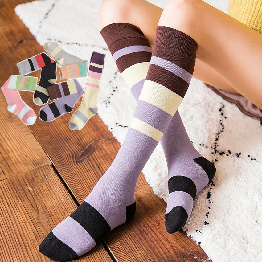 The hose in green stripe of purple of red lavender of net of socks of socks children crus bumps into