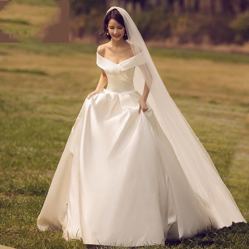 缎面小拖尾2019新款简约一字肩齐地白色修身显瘦婚纱公主新娘礼服