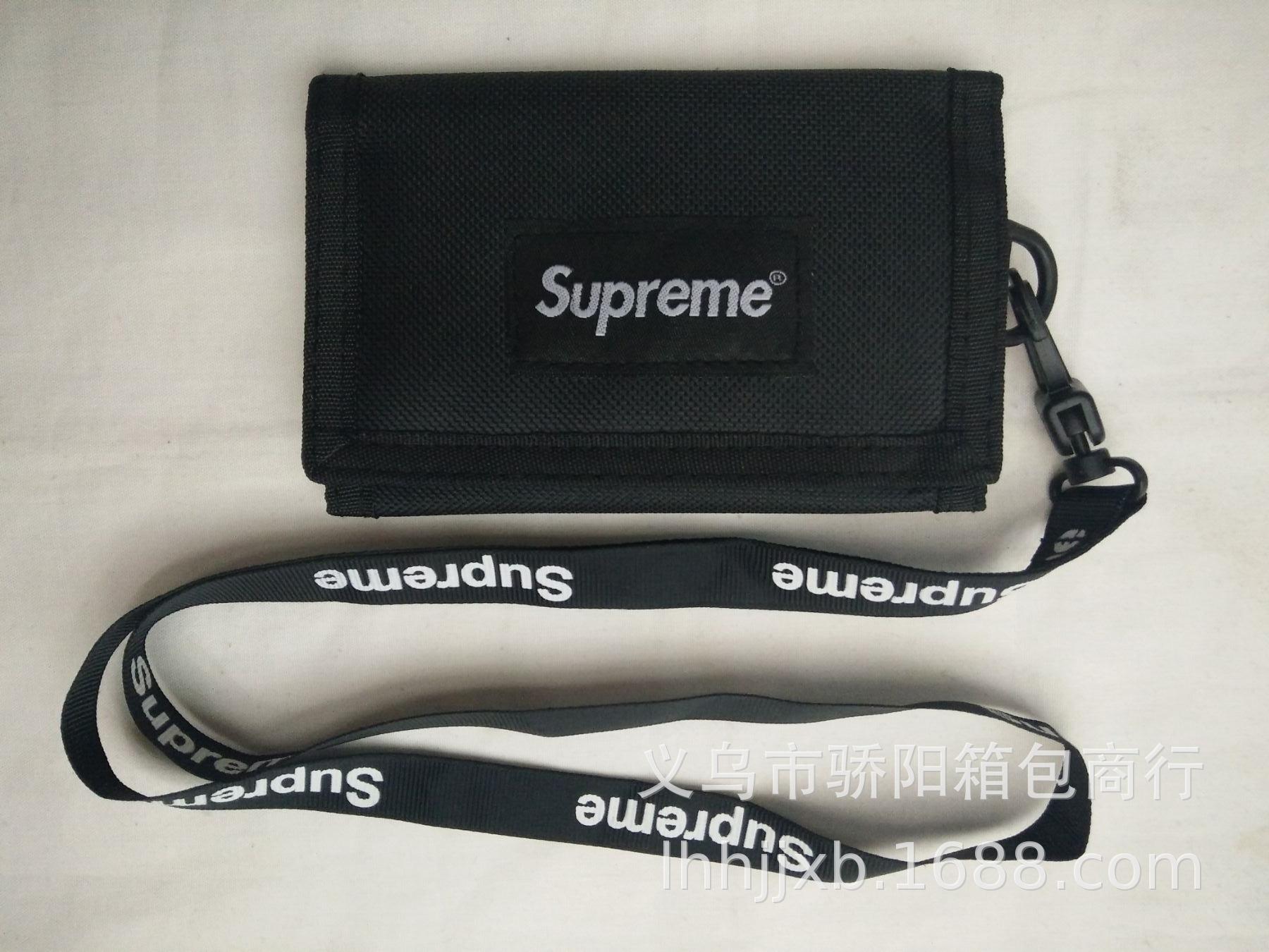 时尚新款 Supreme休闲钱包 三折横短款采用优质尼龙布材料生产。