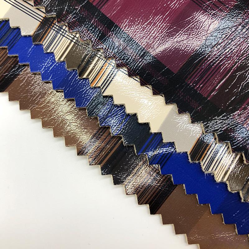 供應PU皮革0.7厚麂皮絨條紋皮裙衣服電子產品童裝包裝格子紋面料