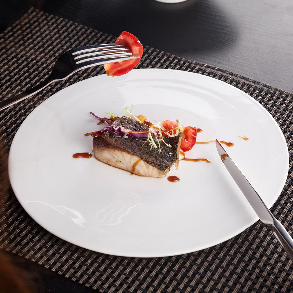 时尚陶瓷盘子 特色酒店餐厅寿司蛋糕甜品圆形平板餐盘9寸白色垫盘