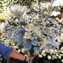 蓝色婚礼花材批发 蓝色白色婚庆花材搭配推荐 婚礼堂酒店装饰假花