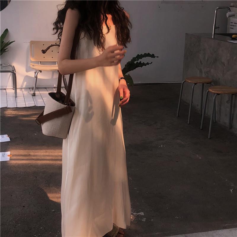 【芮?#40654;蟆?#23454;拍简约气质定制款亮丝面料光泽感吊带连衣裙长裙