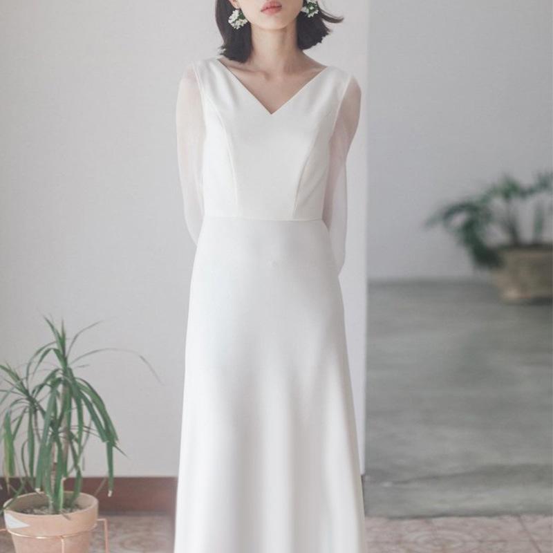 旅拍轻婚纱森系超仙简约白色缎面晚礼服女2019新款结婚出门纱长袖