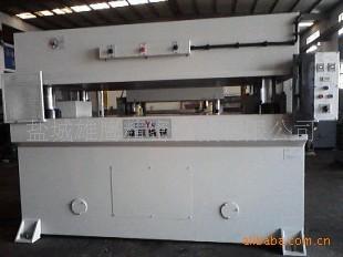专业生产地板行业专用精密四柱液压平面裁断机,裁切机