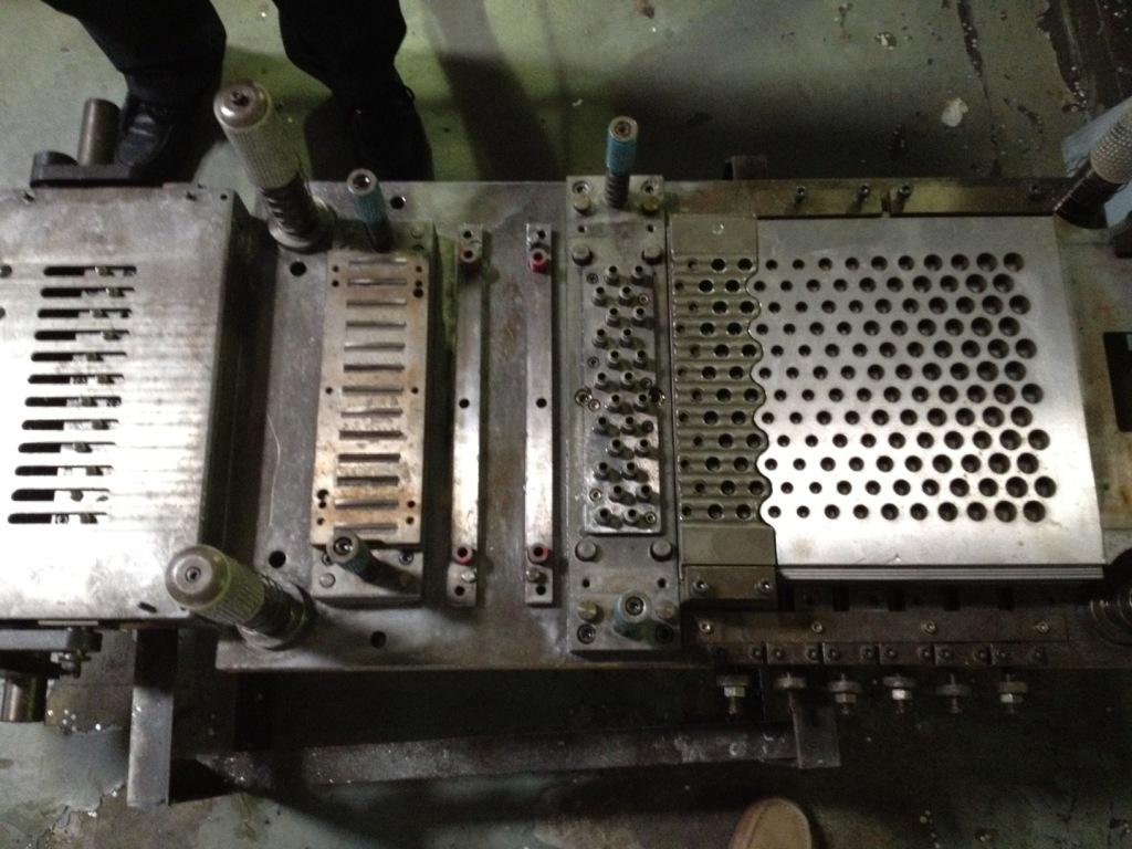 供应汽车空调翅片模具工业换热器翅片模具翅片模具维修保养