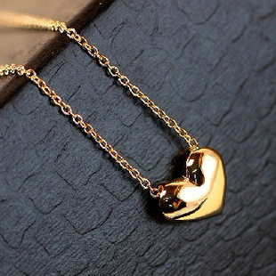 Korean jewelry wholesale short golden love necklace neck chain clavicle chain women suppliers china NHDP203058