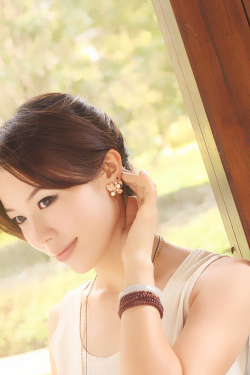 Fashion pearl butterfly hollow color diamond stud earrings NHDP155659