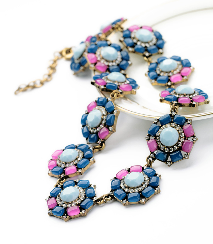 Womens Floral Rhinestone Alloy Necklaces NHQD130493