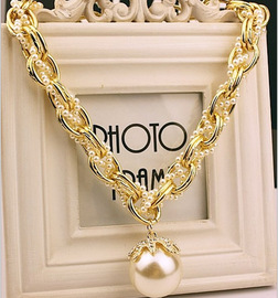 Korean fashion exaggerated necklace large pearl pendant petal multi-layer thick chain clavicle chain ladies Korean jewelry necklace