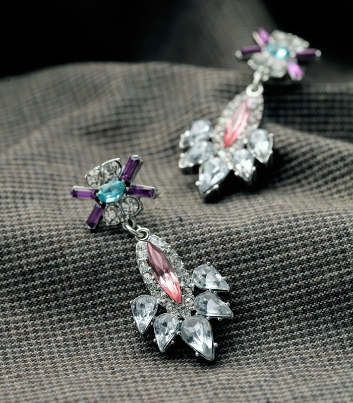 Stylish and beautiful jewelry with diamonds and colorful women's earrings NHQD175430