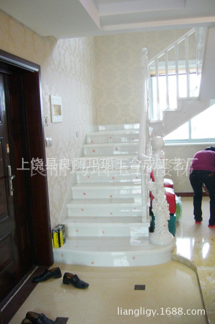 白点红楼梯 1980元每米  不包括大柱及中柱