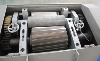 供应塑料切粒机切粒机组低噪音环保滚刀切粒机