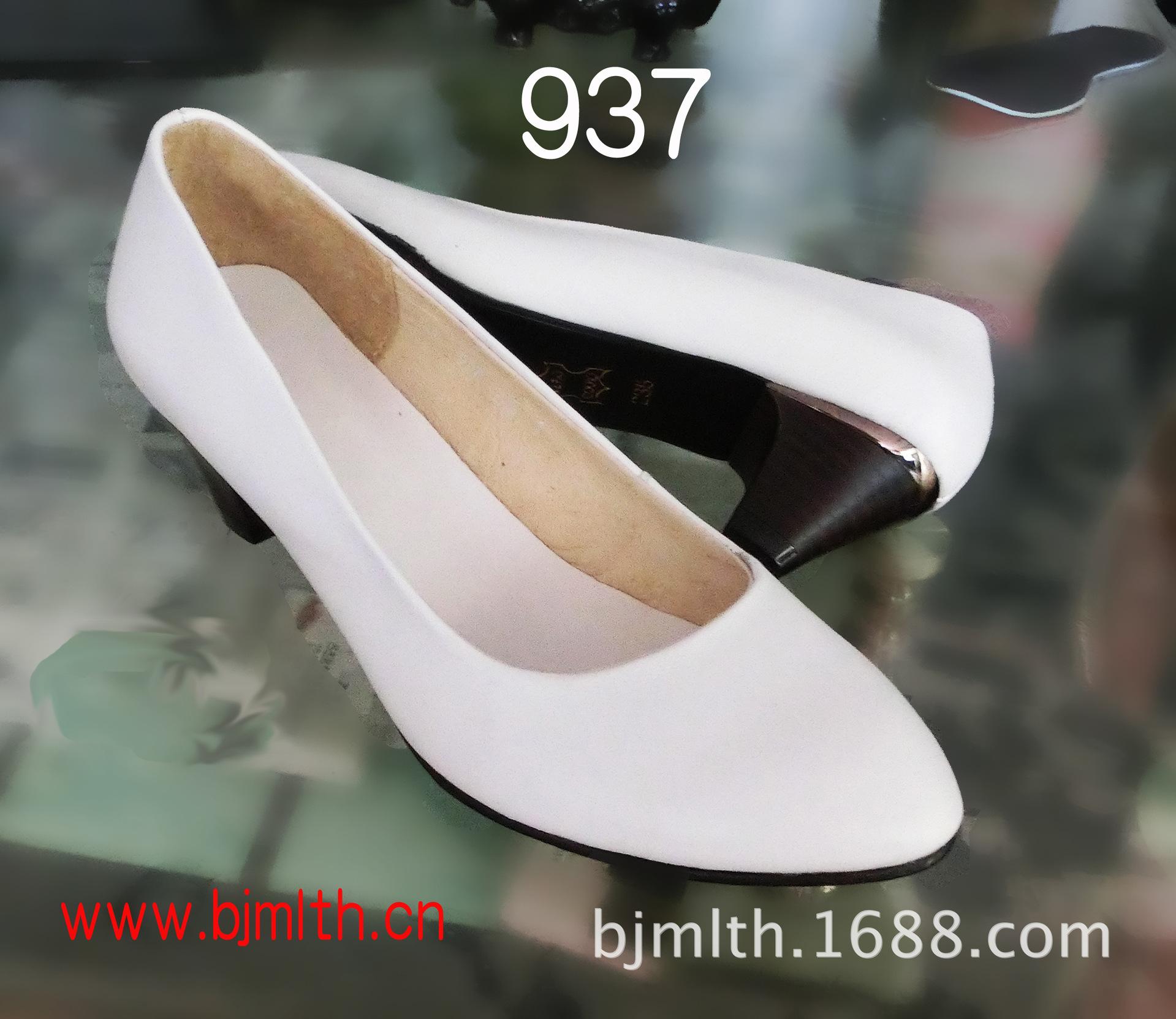 白色羊皮面女�皮鞋