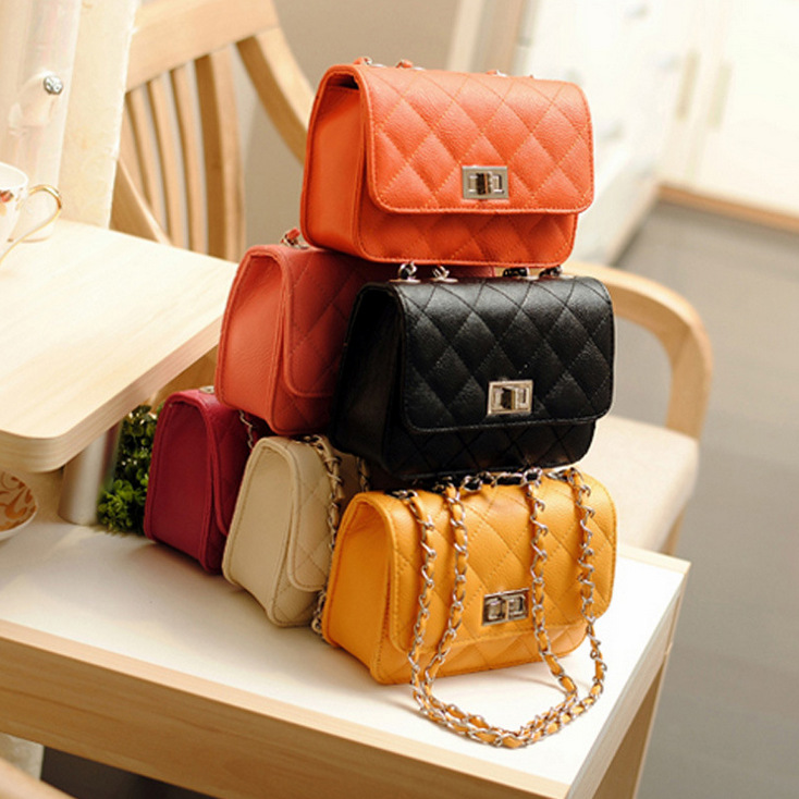 Hot Sale Explosions Small Fragrance Fashion Casual Handbags Lingge Turn Lock Small Package Chain Bag Shoulder Diagonal Package Wholesale