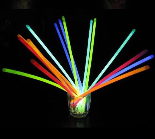 荧光棒送接头 厂家批发 夜光棒 发光棒 闪光棒 地摊货源 荧光手镯
