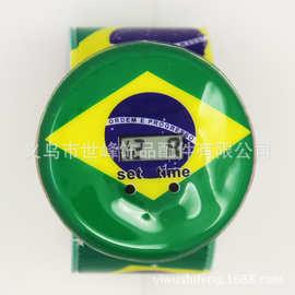 工厂巴西足球世界杯俱乐部电子手表纪念礼品表外贸儿童啪啪圈手表