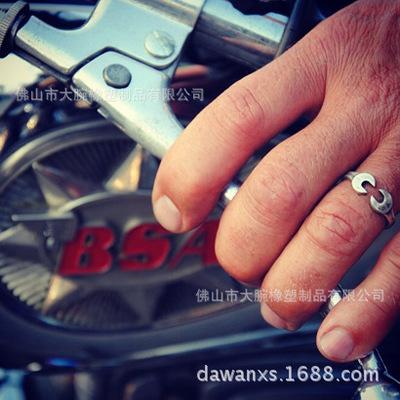 欧美个性饰品批发男士钛钢戒指复古机车工业戒指情侣对戒开口实指