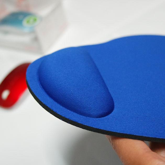 tapis cylindrique avec repose poignet bleu