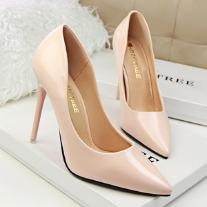 Pigalle Follies, classic Pumps