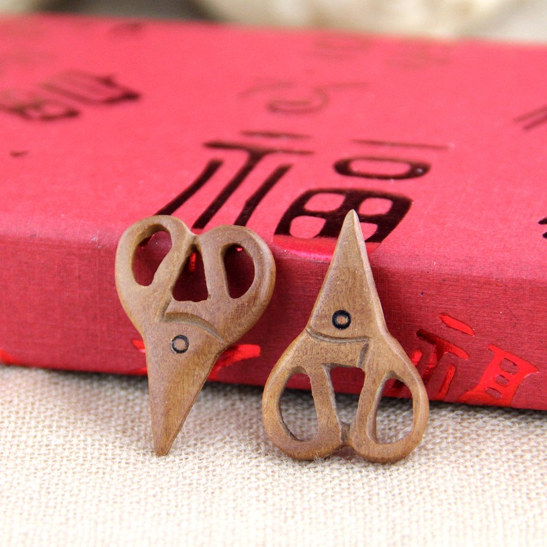 桃木雕刻小剪刀 精致雕刻工艺 配件配珠木质工艺品 厂家批发