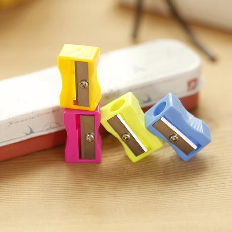 B02-16 Bán buôn kẹo màu Mini Bút chì mài Trẻ em đơn giản và thực tế Bút chì mài Taobao quà tặng nhỏ