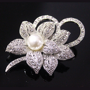 Brooch hot-selling fashion ladies pearl new Korean version wholesale flower brooch clothing scarves buckle manufacturers supply