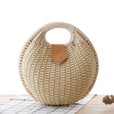 A shell handbag with lovely personality