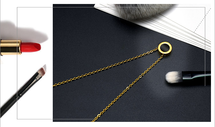 Titanium steel rose gold Roman black and white shell clavicle necklace NHOK152991