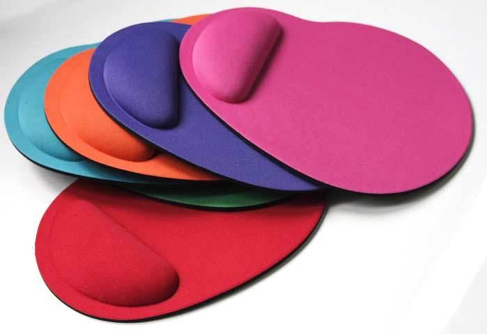 Différents colories de tapis de souris ergonomique