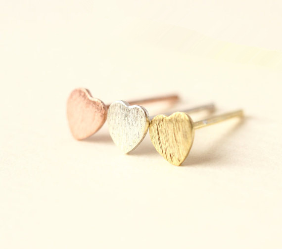 New simple peach heart earrings alloy plating classic love earrings wholesale NHCU205071