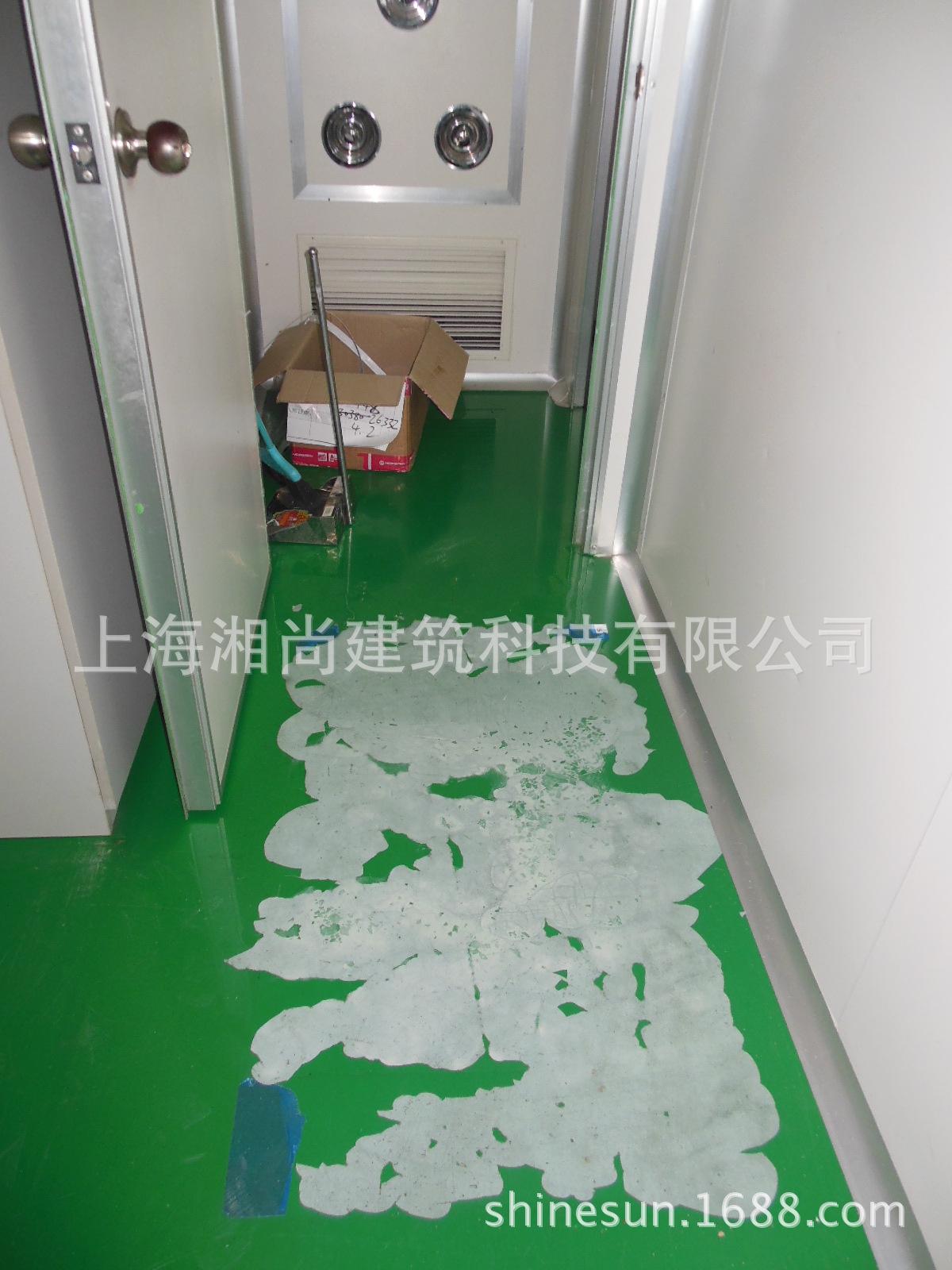 1。IMI诺冠洁净室施工人工铲除破损起壳旧环氧地坪