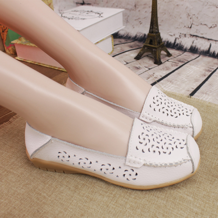 Summer new leather hollow hole shoes flat heeled mother's shoes pregnant women's leisure shoes antiskid wholesale