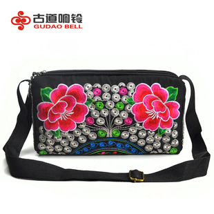 Factory wholesale Yunnan characteristic embroidery cloth bag, crossbody embroidery ethnic bag, large three zipper