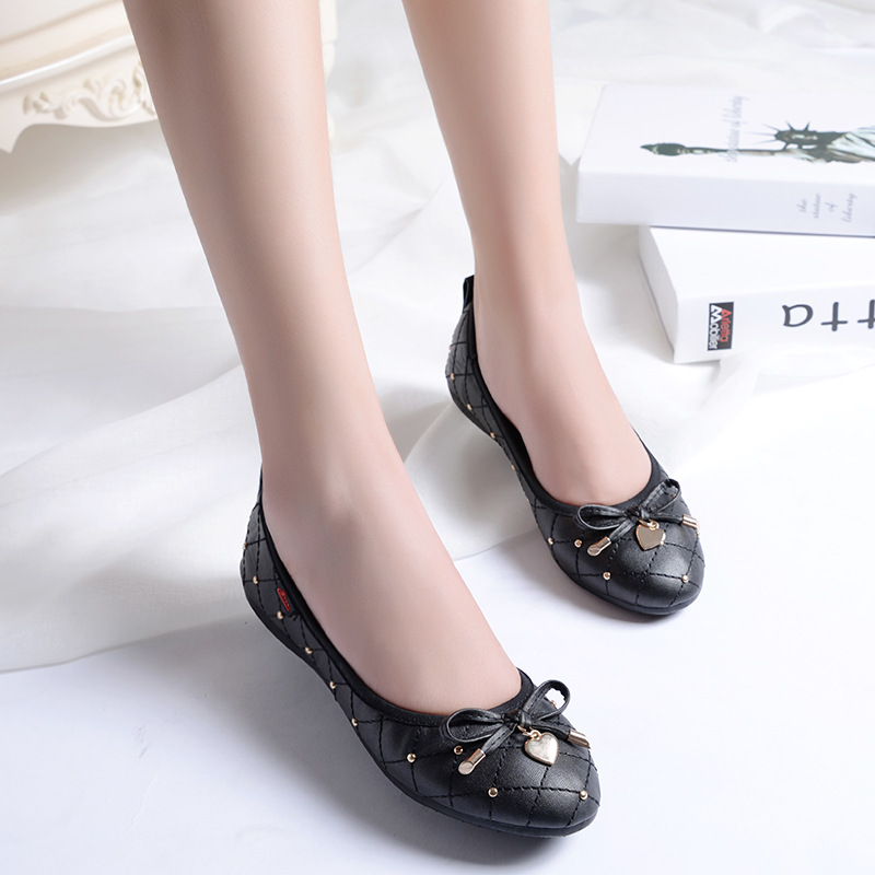Diamond lattice flat shoes