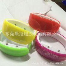 外贸爆款新款手环表动漫海豚外形LED手镯手表源头厂家直销批发