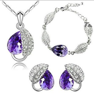 Meiyue jewelry Korean version of high-end Austrian full diamond acacia leaf crystal necklace earrings three sets of ornaments wholesale