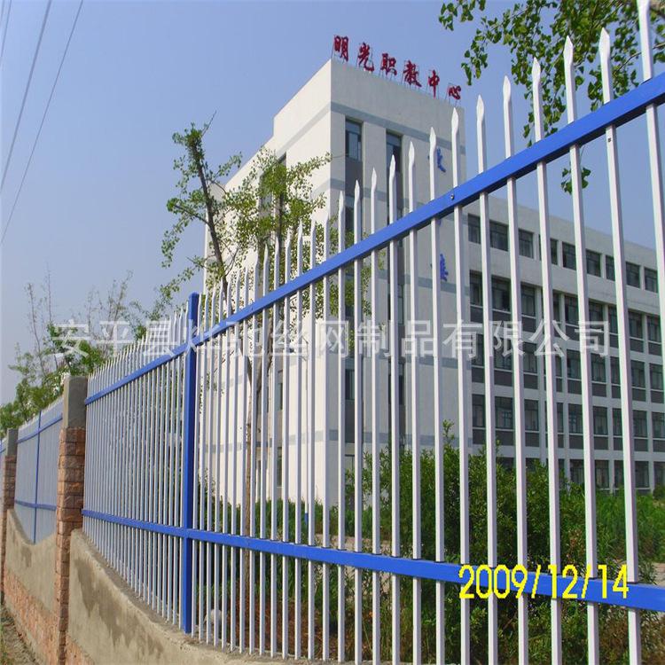 锌钢护栏铁艺围栏 蓝?#21672;?#22260;墙铁栅栏 新疆市政建设直销