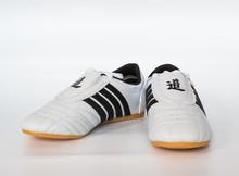 伴飞 优质跆拳道道鞋鞋成人儿童道馆专用透气耐磨牛筋底厂家批发