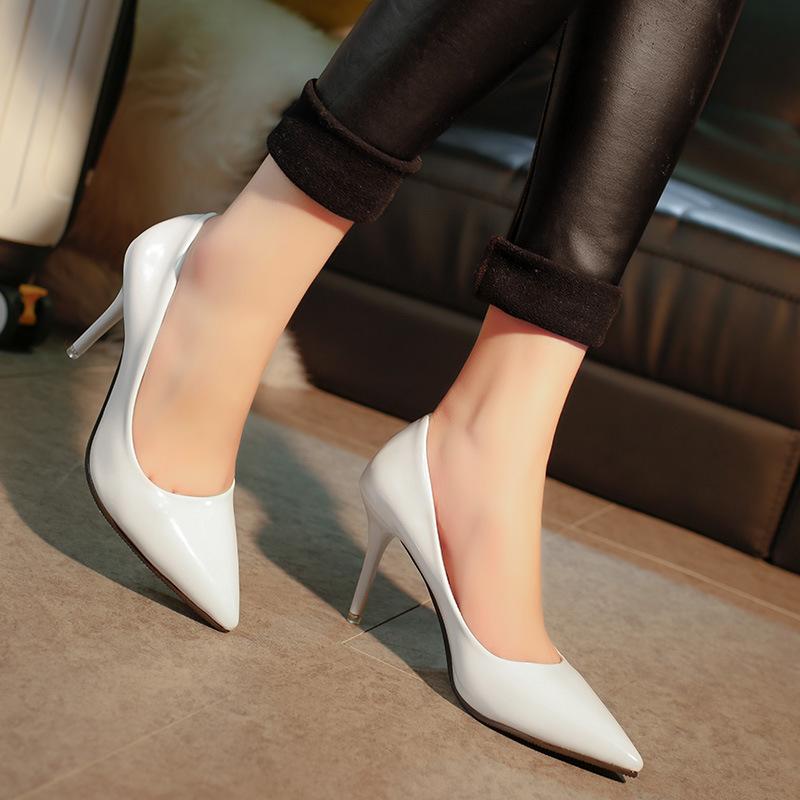 2019 حذاء نسائي بمقدمة مدببة بسيط للغاية في مجال الغاز الفائق حذاء فردي جديد كلاسيكي ضحل الفم من المطاط عالي الكعب حذاء زفاف