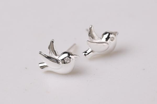 New simple flying pigeon earrings alloy electroplated three-dimensional peace pigeon earrings wholesale NHCU206469
