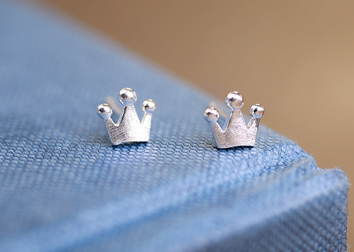 New Fashion Classic Retro Crown Alloy Plating Simple Crown Earrings NHCU205073