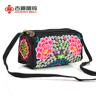 Go to market stall bag Yunnan ethnic embroidery bag wholesale embroidery three zipper wallet one-shoulder messenger female bag